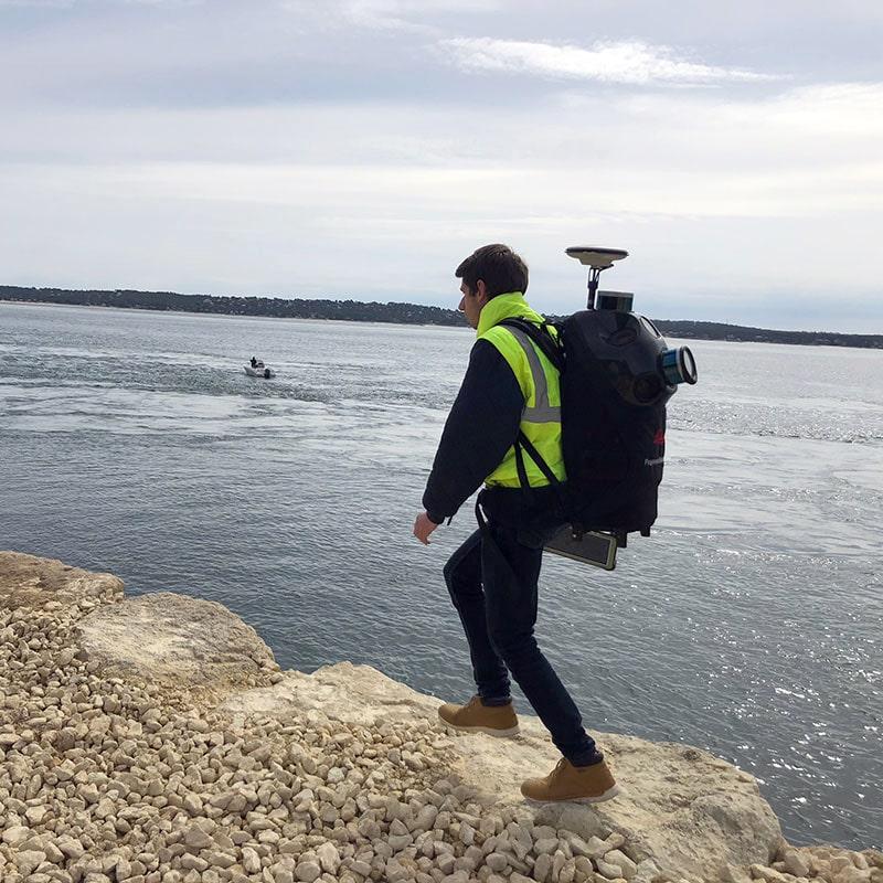 topographie et mesures le long de l'eau